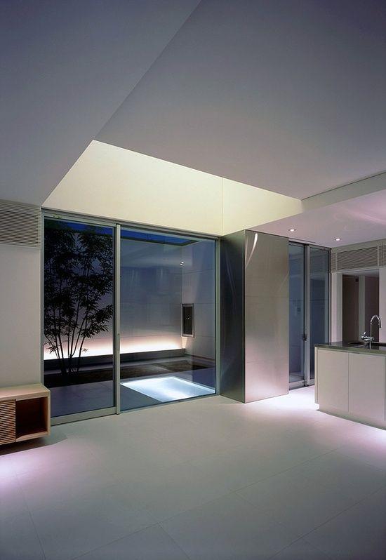 Minimal interior with mini indoor pool osaka by japanese for Mini casa minimalista