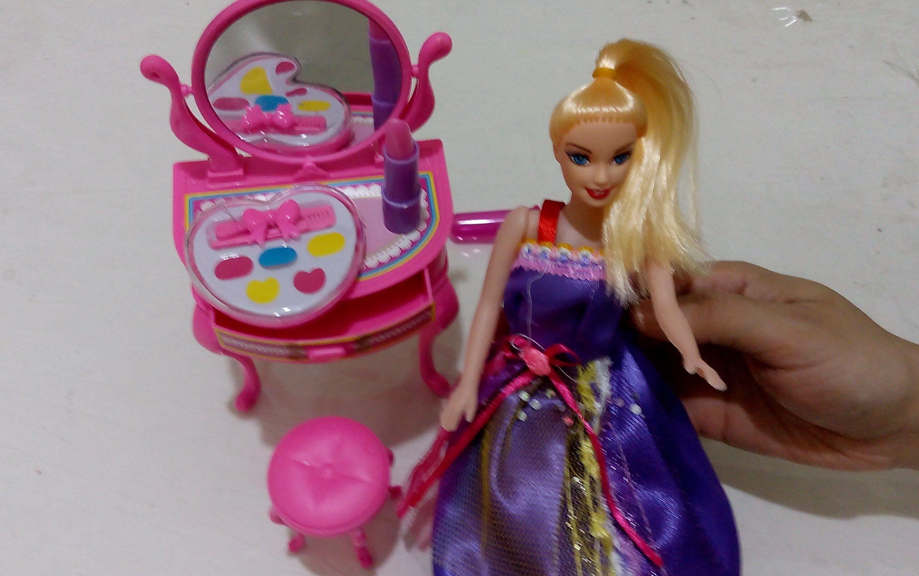 لعبة العروسة و أغراضها المكياج و التسريحة لعبة المكياج العاب بنات Lunch Box