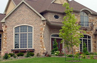 Brick and stone veneer exterior home photos darboy stone for Brick selection for houses