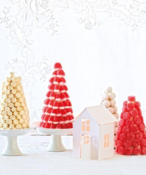 """Un idea per decorare gli alberi """"dolci"""" di Natale my kids would love a candy tree centrepiece. Maybe a fruit tree?"""