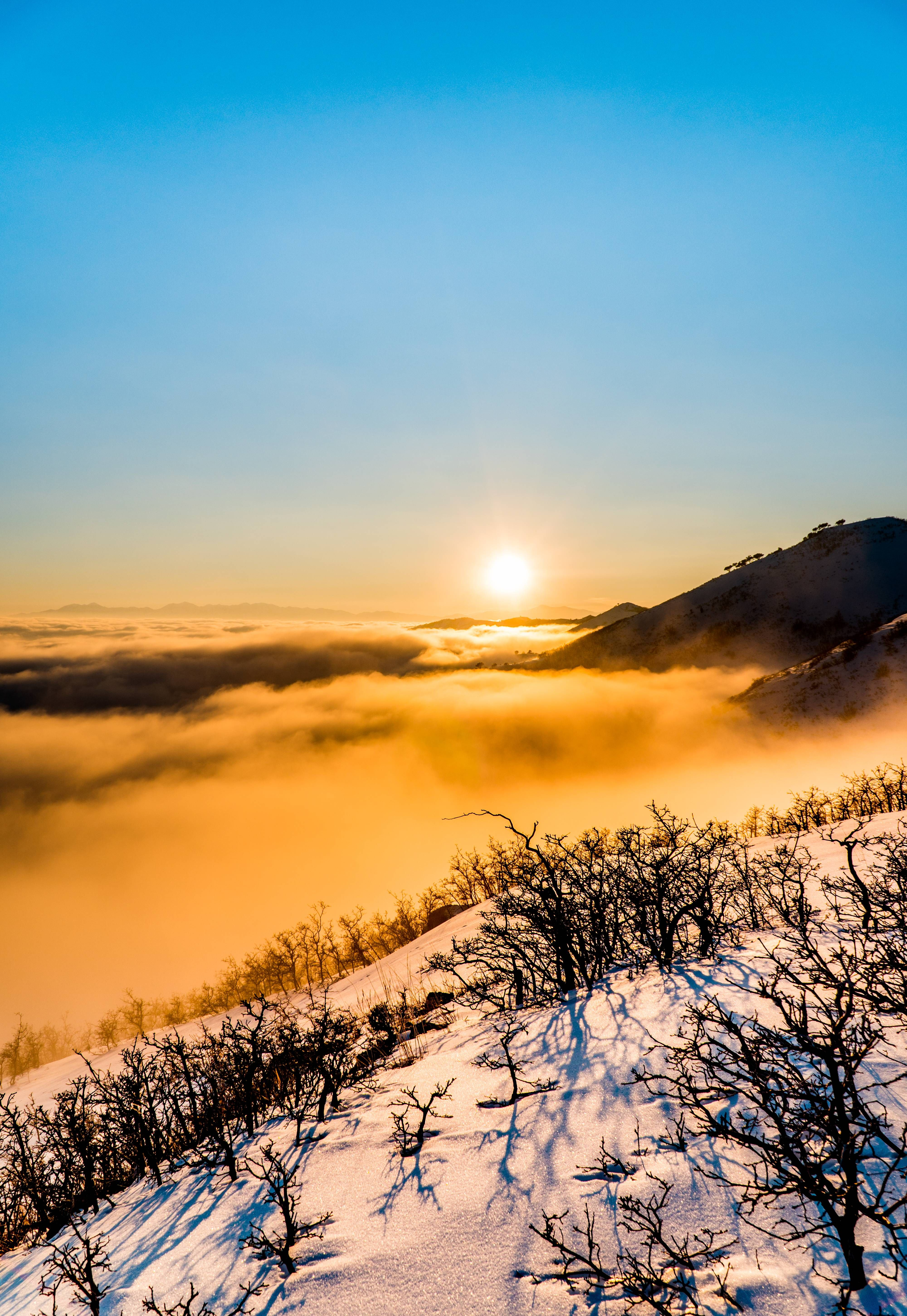 Lake tahoe sunset travel channel pinterest - Yesterday I Hiked Through Waist Deep Snow To Get A Sunset View Over The Fog Salt Lake City Utah Usa Via Classy Bro