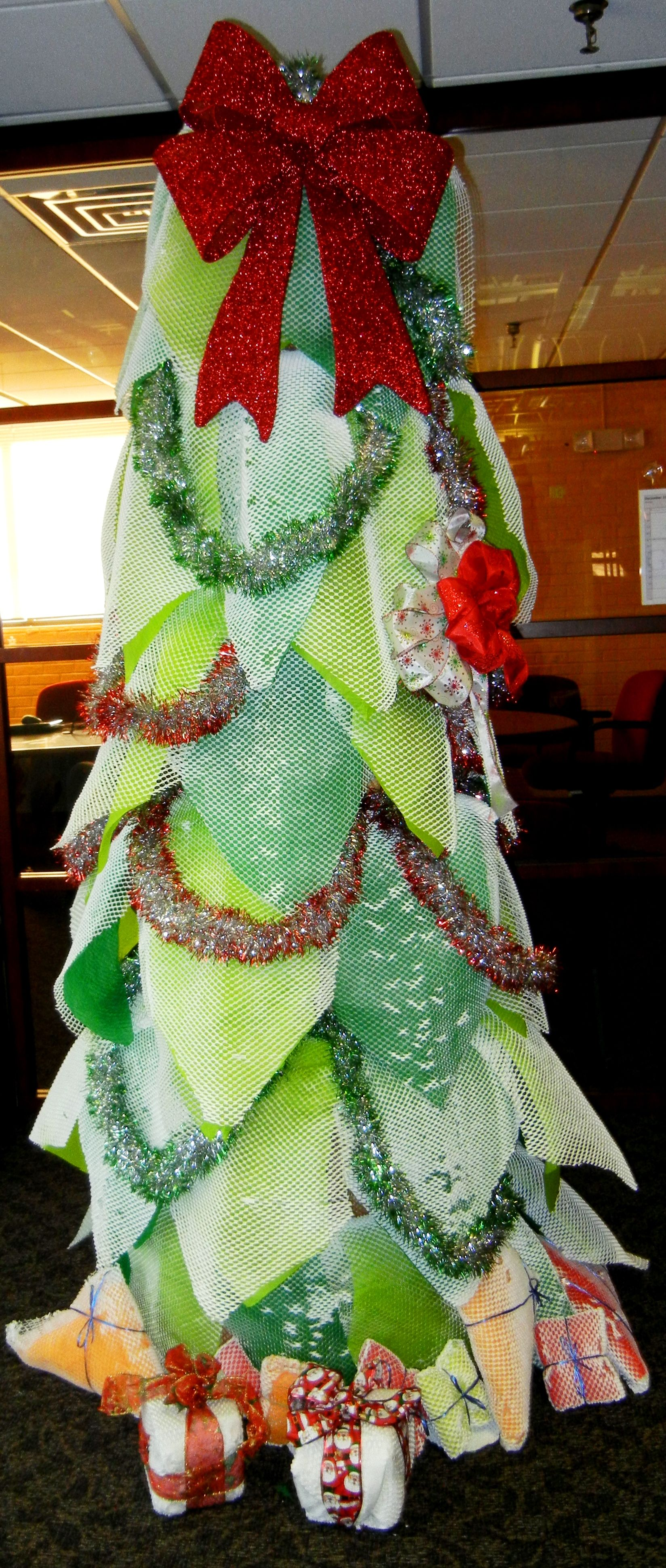 Our Geami Christmas tree! Oh GreenWrapped tree, oh GreenWrapped tree, your branches are so eco ...