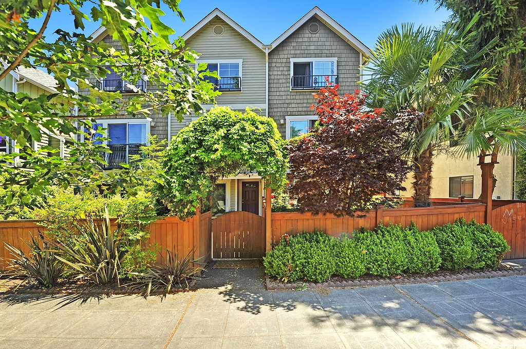 3 story town home just steps from Alki Beach!