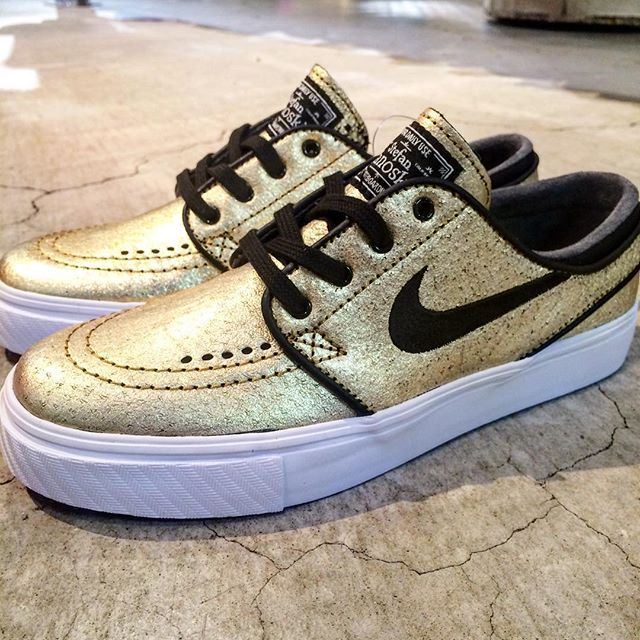 newest f48bf 990c8 NIKE SB ZOOM STEFAN JANOSKI METALLIC GOLD WHITE LIGHT BROWN 616490 702