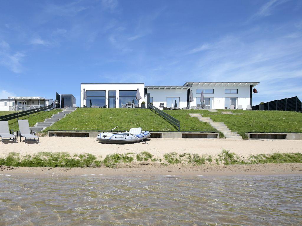 Haus am See mit Privatstrand im Löbnitz: 3 Schlafzimmer, für bis zu ...
