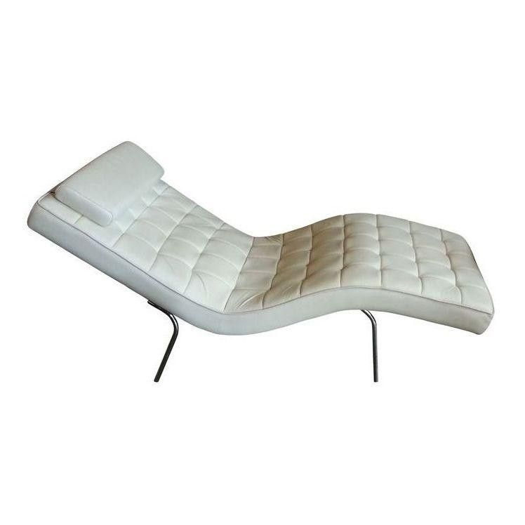 Modern cream leather chaise longue modern nest and pillows for Chaise longue barcelona