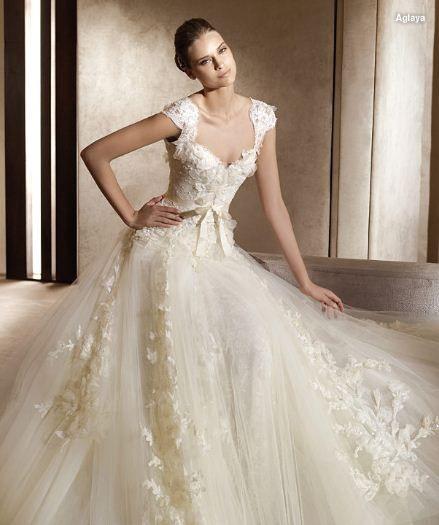 Pronovias Aglaya Wedding Dress