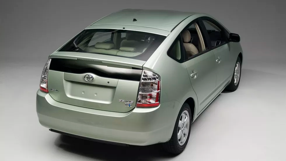 Take A Look Back Four Generations Of Toyota Prius Pictures Page 8 Toyota Prius Toyota Prius 2015 Prius