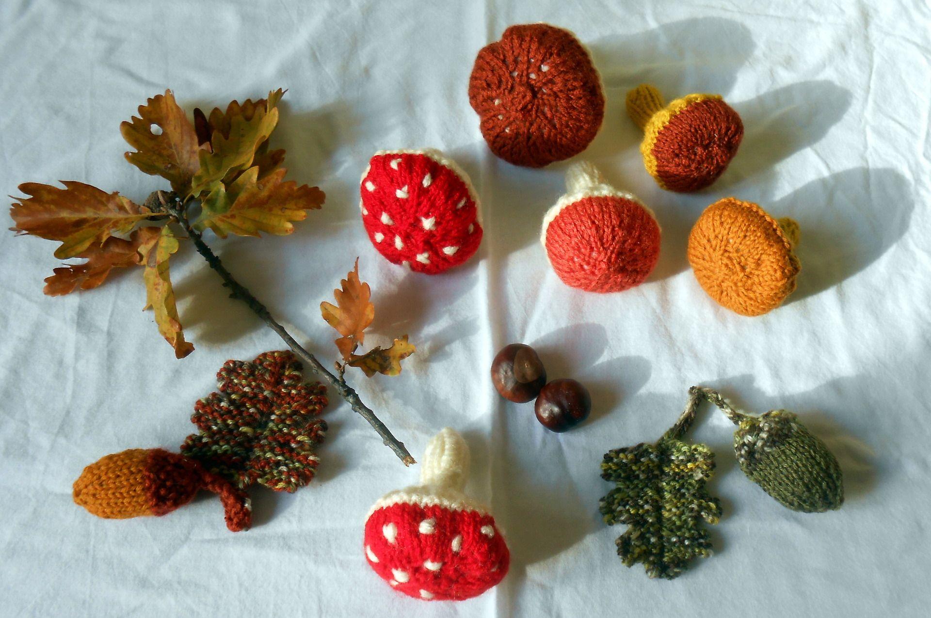 Champignons, feuilles de chêne et glands décoratifs tricotés main : Accessoires de maison par babiolesdeceline