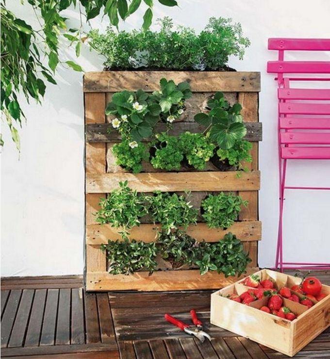 Pretty Garden Decor Ideas and Projects | Vertical garden design ...