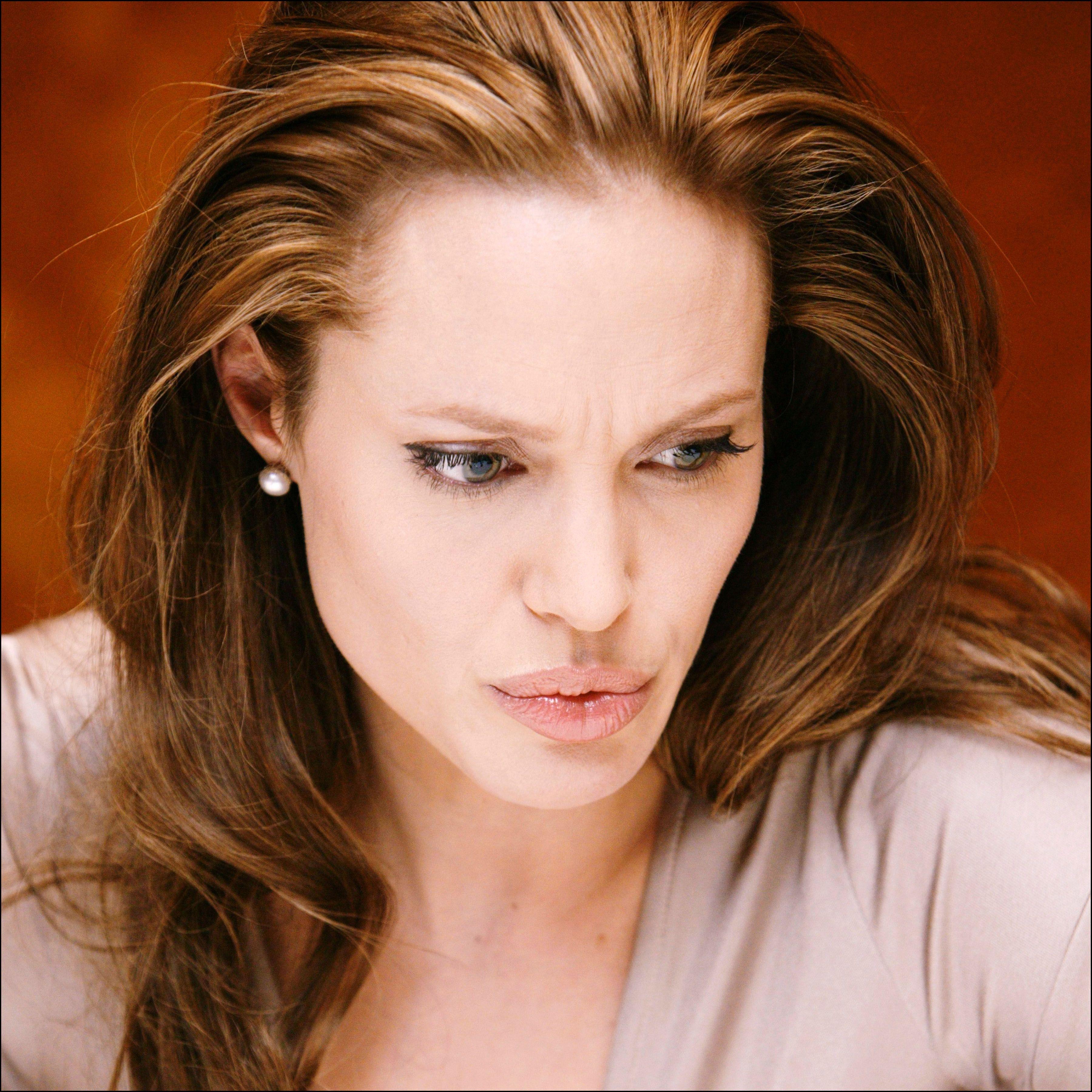 lips Angelina jolie