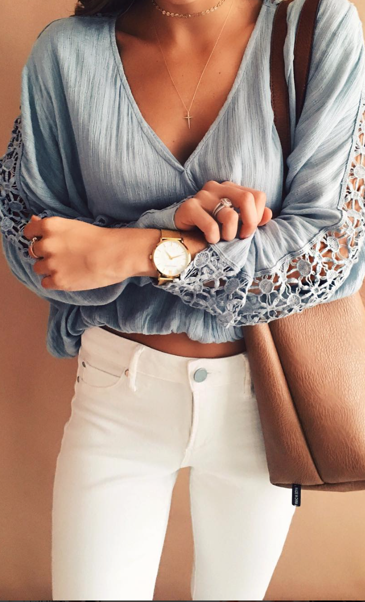light blue lace sleeve top with white skinny jeans. spring or summer outfit.