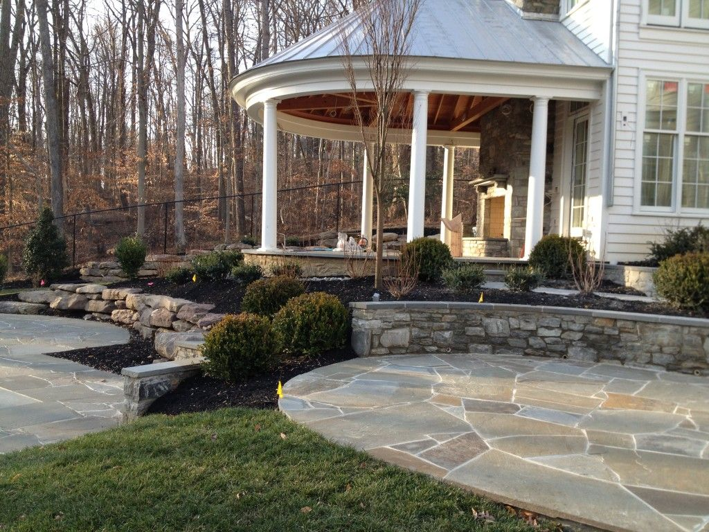Beautiful home patio and stone retaining wall in mclean for Landscaping rocks northern virginia