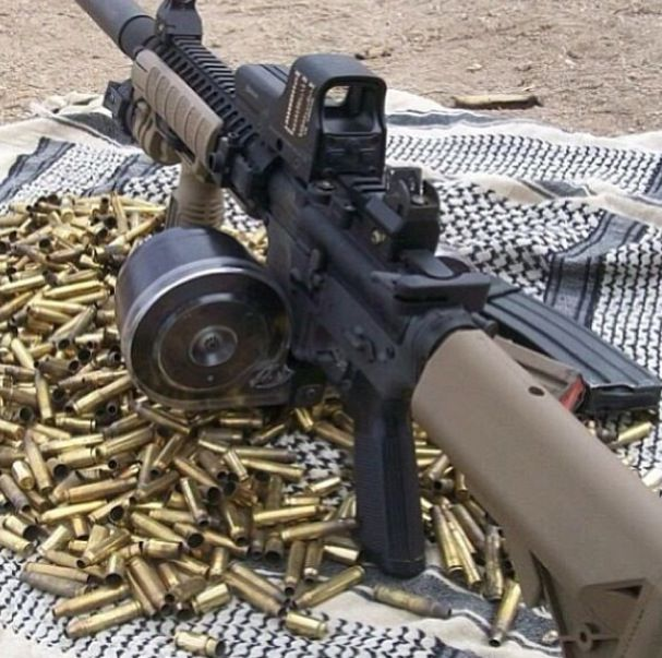Sick Custom M4 Carbine With Drum Mag And Accessories What A Beauty Badass Guns Guns Ammunition
