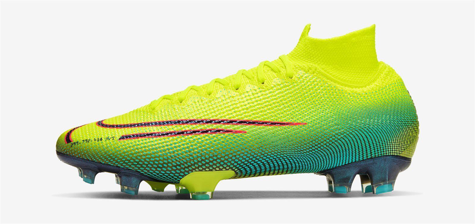 Ronaldo New Football Boots 2020 Di 2020
