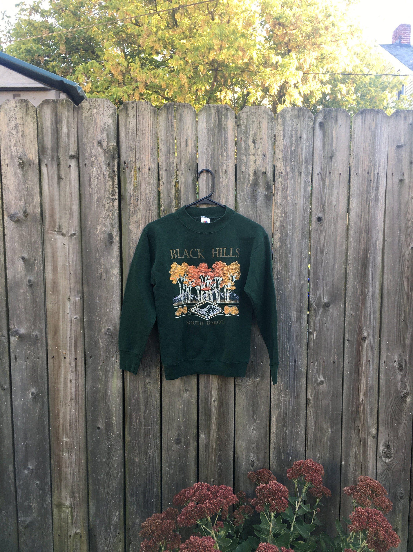 Vintage 90 S Fruit Of The Loom Black Hills South Dakota Fall Leaves Long Sleeve Green Sweatshirt By Vinta Black Hills South Dakota Green Sweatshirt Black Hills [ 3000 x 2250 Pixel ]