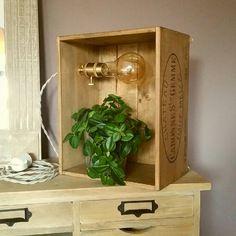 Lampe Etagere Dans Une Caisse De Vin En Bois Style Vintage