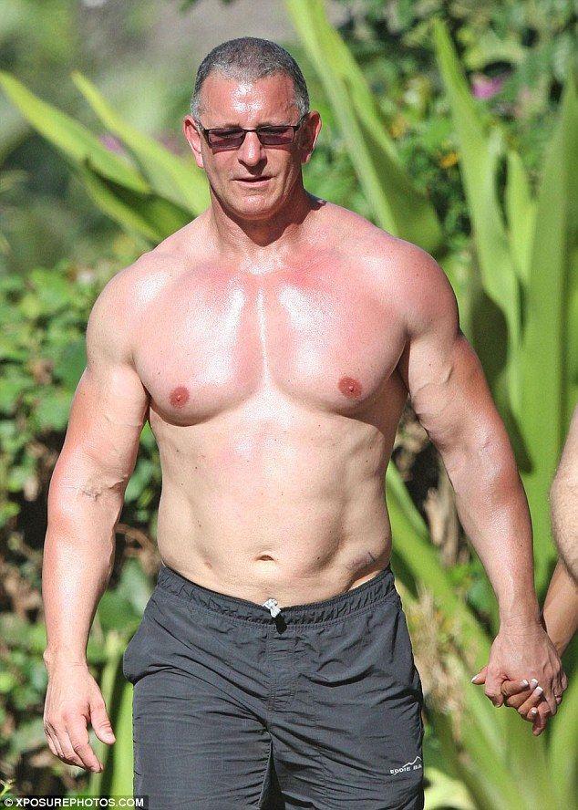 Celebrity Chef Robert Irvine Goes Shirtless in Hawaii