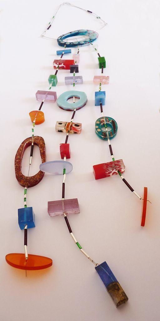collar caramelos. varias resinas, acrílico, mostacillas de plata y vidrio, cable de acero | by vania ruiz