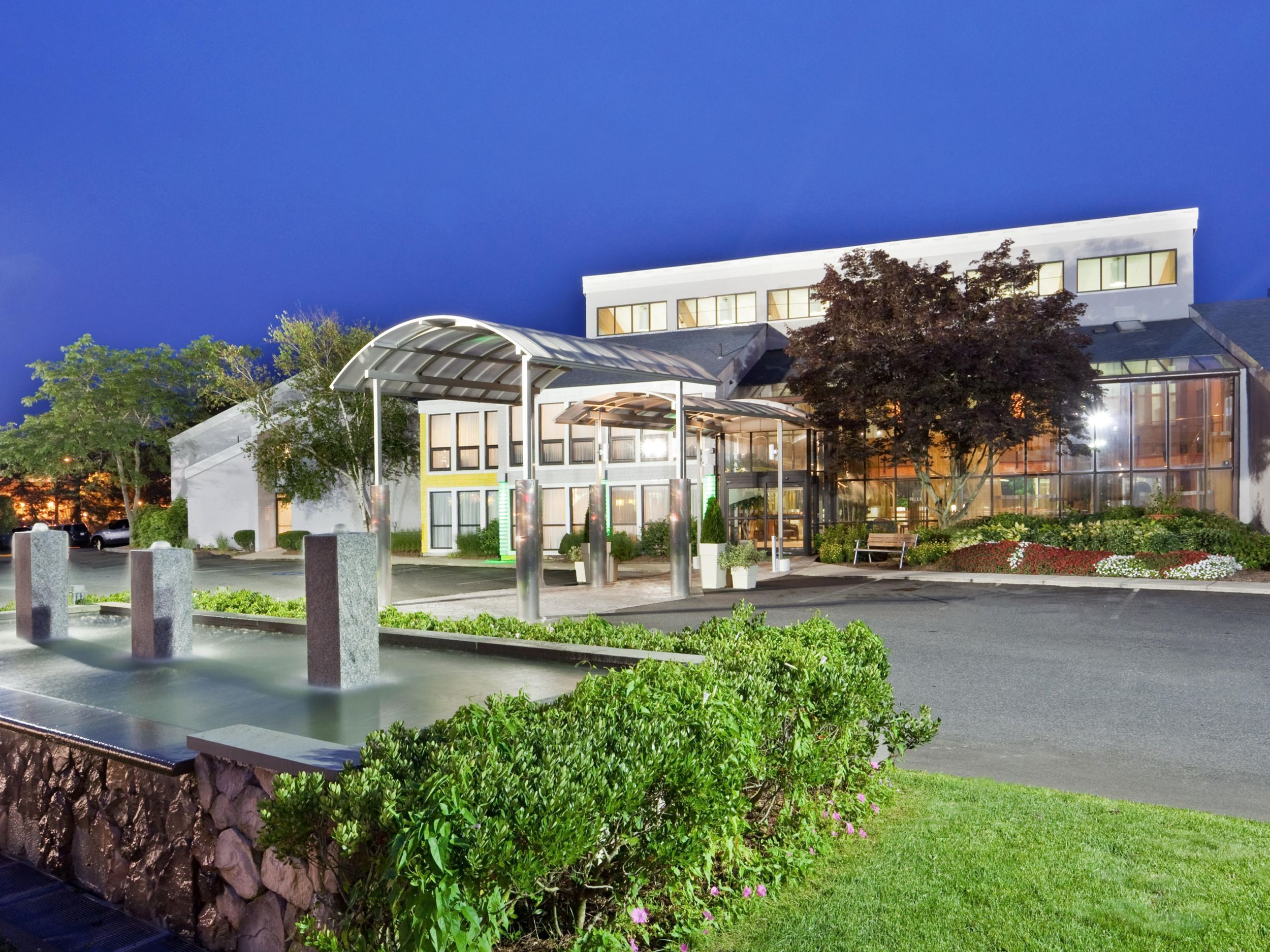 Holiday Inn Cape Cod Hyannis Ma Is Nestled In The Center Of Cape Cod Tripres Holiday Inn Cape Cod Hyannis