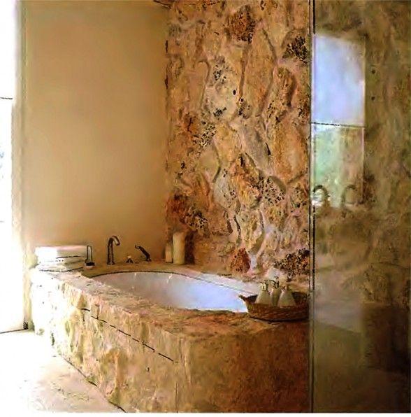 les 25 meilleures id es de la cat gorie baignoire en pierre sur pinterest salles de bains de. Black Bedroom Furniture Sets. Home Design Ideas