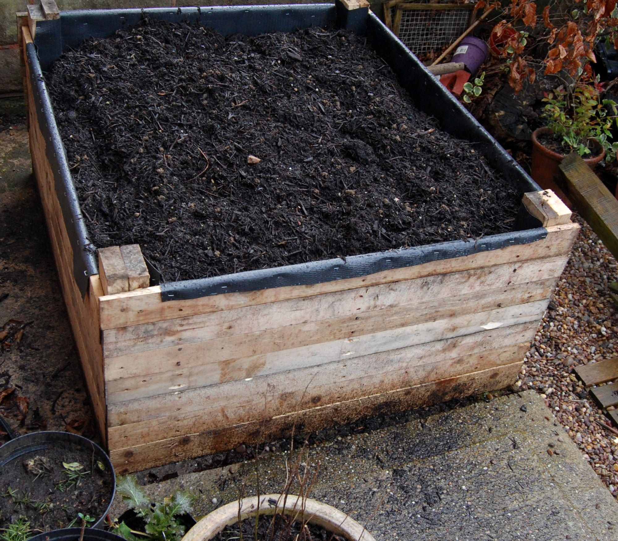20 Brilliant Raised Garden Bed Ideas You Can Make In A: Build A Raised Bed Out Of Pallets