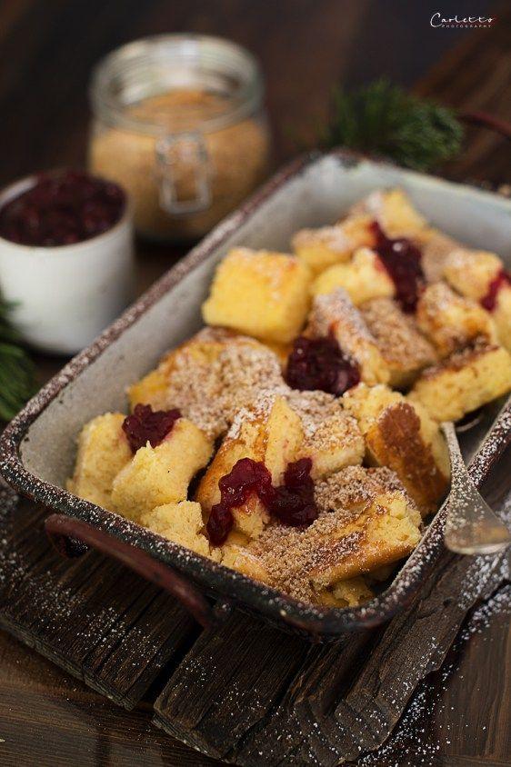 Topfenschmarren mit Preiselbeeren und Bröseln als süßes Dessert - gruß aus der küche rezepte