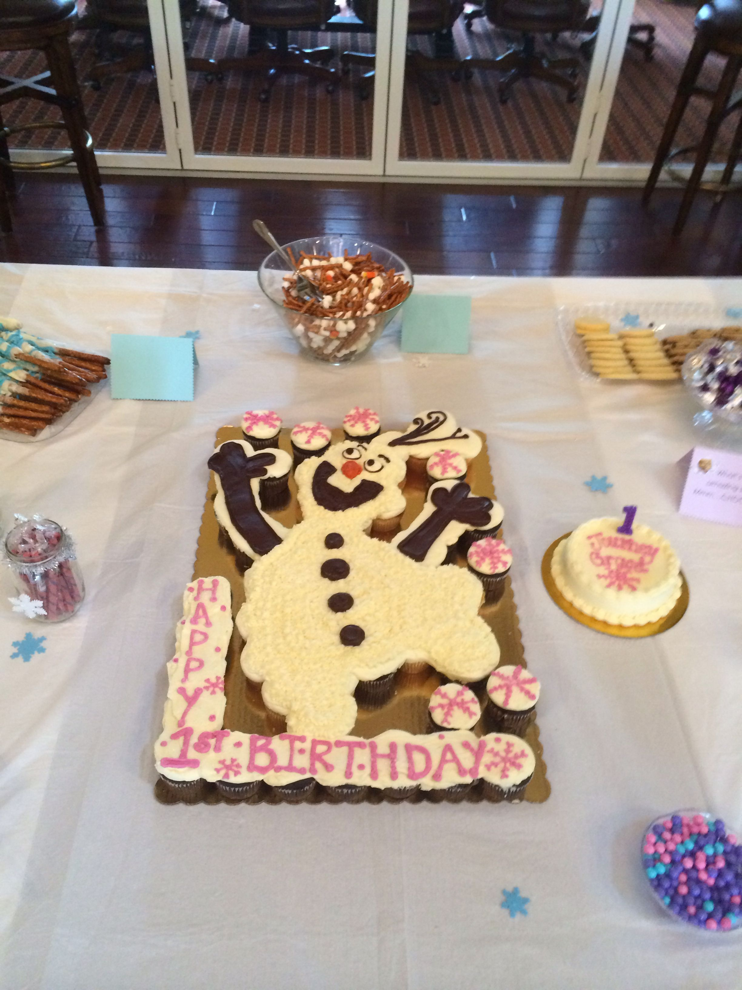 Journey graces first birthday olaf cupcake cake made by