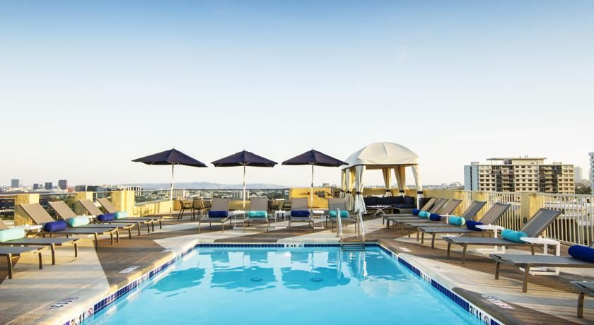 Le Montrose Suite Hotel Los Angeles Le Montrose Suite Hotel Is Located In A Quiet Neighborhood In West Hollywood Just 8 Los Angeles Hotels Hotel Rooftop Pool