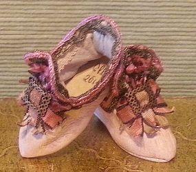 Divine French Fashion Slippers! SOLD #dollshopsunited