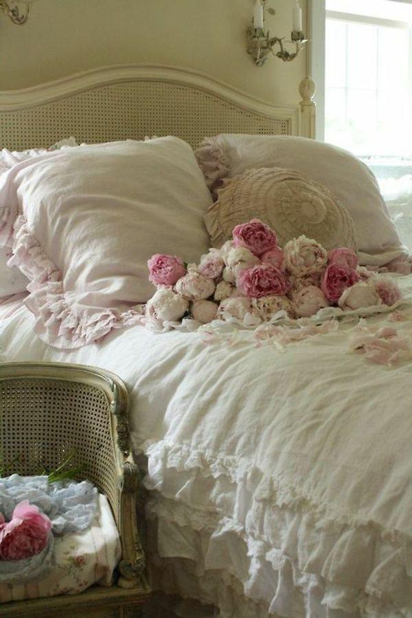Dekoration · Shabby Chic Stil Schlafzimmer Weiß Rosen Romantisch