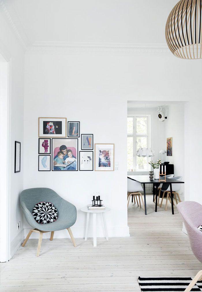 Bright And Modern Apartment In Frederiksberg   NordicDesign Beschreibung  Bearbeiten Helles Und Modernes Skandi Wohnzimmer Mit Pastell Sesseln Und ...