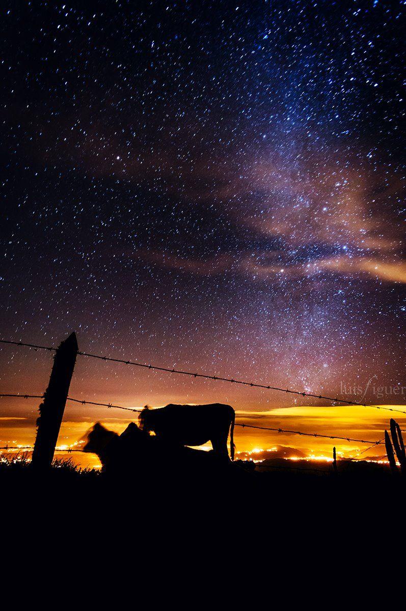 Fotografia tomada en algún lugar de camino al Volcán Turrialba - Costa Rica, hace apenas unas noches por el excelente fotografo Luis Figuer (Photographer) vma.