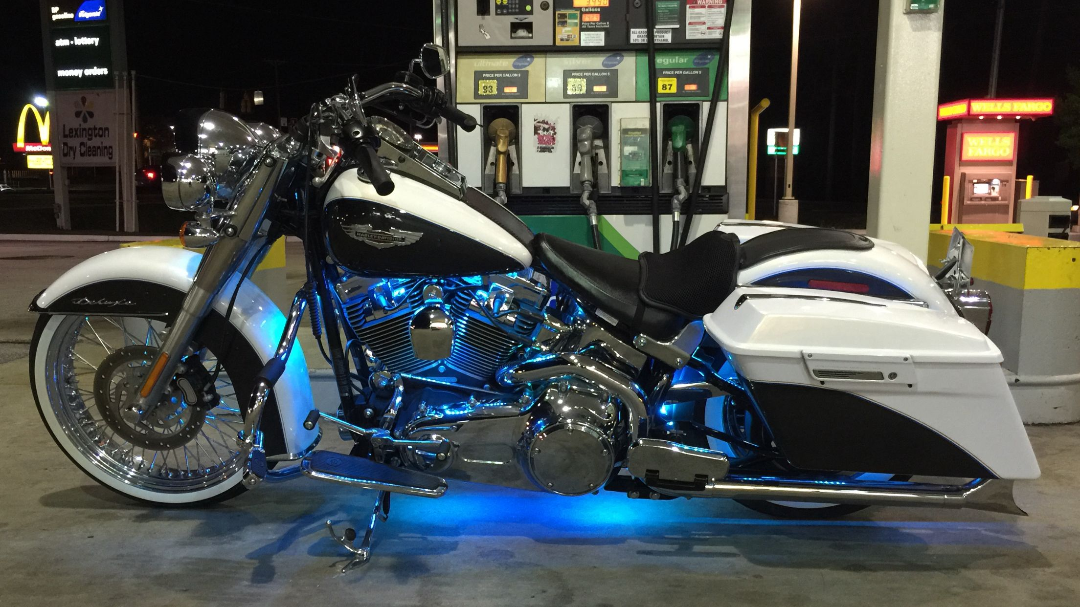 "Harley Davidson Softail Deluxe >> 08 Softail Deluxe w/hard bags, 21"" front wheel 