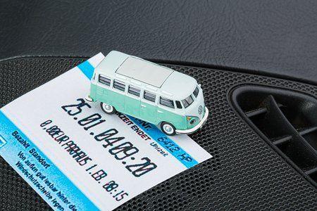 Parkscheinhalter Kultauto - VW Bus T1 Samba türkis corpus delicti http://www.amazon.de/dp/B00Q8SVU1G/ref=cm_sw_r_pi_dp_1m9Yub198G0JK