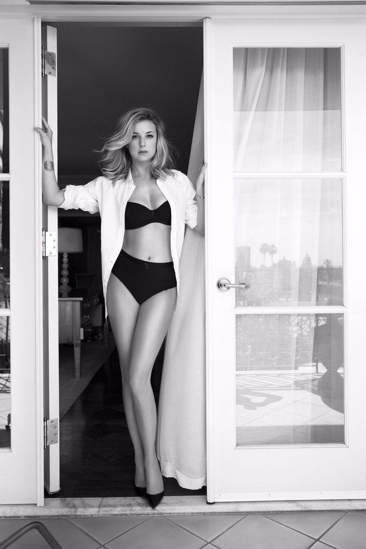 Sideboobs Emily VanCamp nude photos 2019