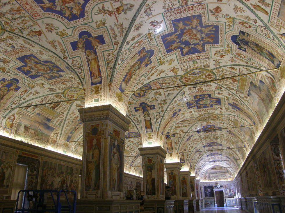Interior de los Museos Vaticanos en Roma