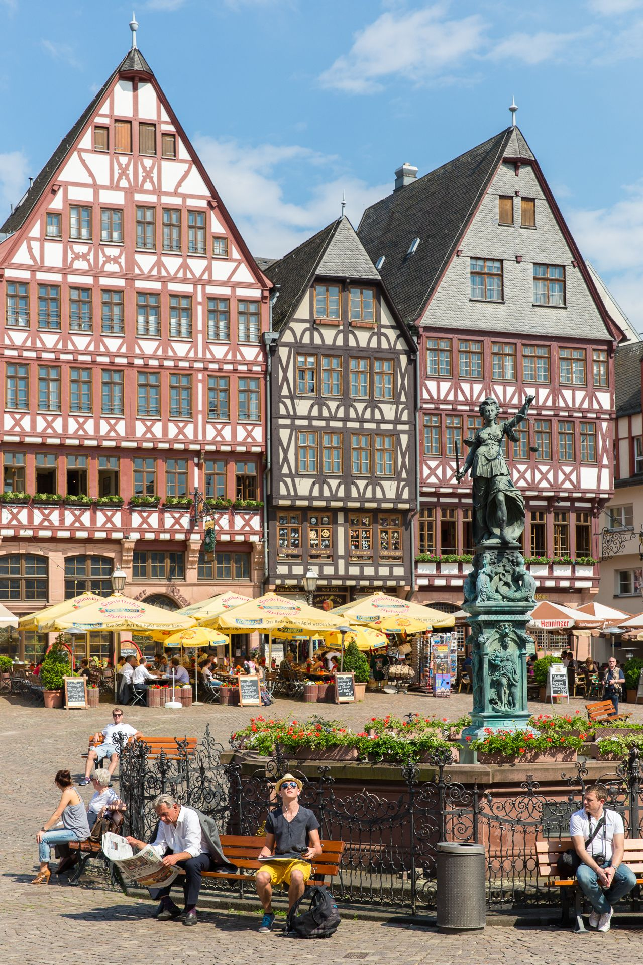 The Romerberg Lit Roman Mountain Is The Historic Heart Of Frankfurt Germany And Since The H Romerberg Frankfurt Frankfurt Am Main Frankfurt Deutschland