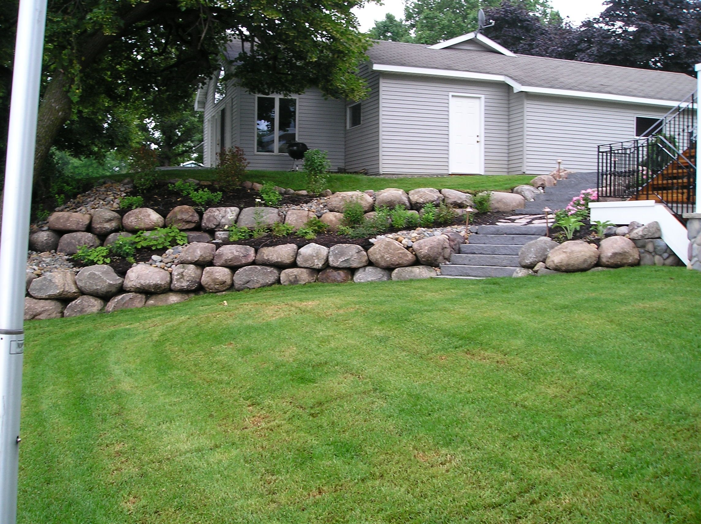 Two Tiered Front Garden Ideas - Garden Ftempo on Tiered Yard Ideas  id=50437