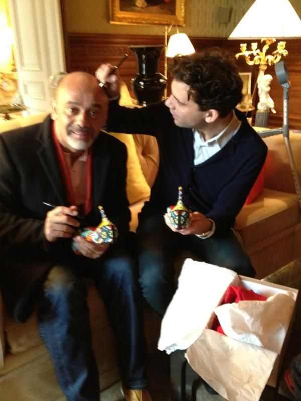 meilleur pas cher e1b6e 6fb03 MIKA and Christian Louboutin signing a pair of Louboutin ...