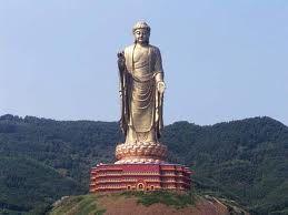 (3) 2700 (a.C) El té se conoce en la China. Se tomaba como bebida medicinal obtenida al hervir hojas frescas en agua. El té y religión budista están muy unidos en la China antigua.