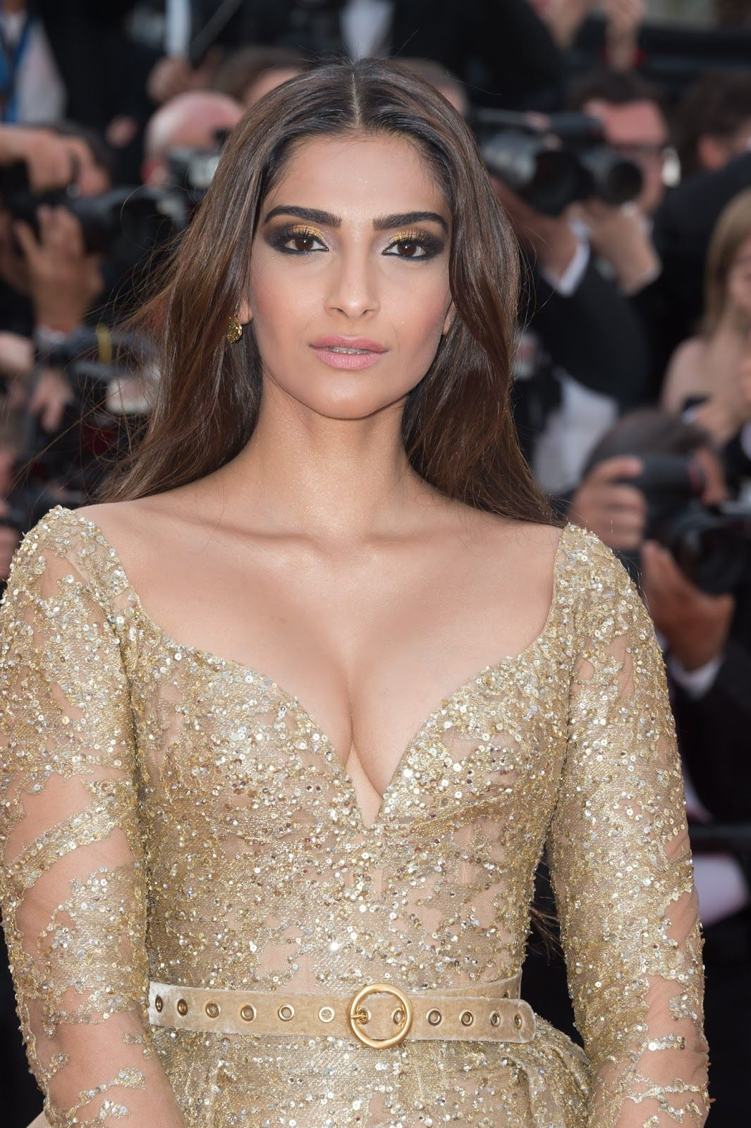 Topless Cleavage Sonam Kapoor naked photo 2017