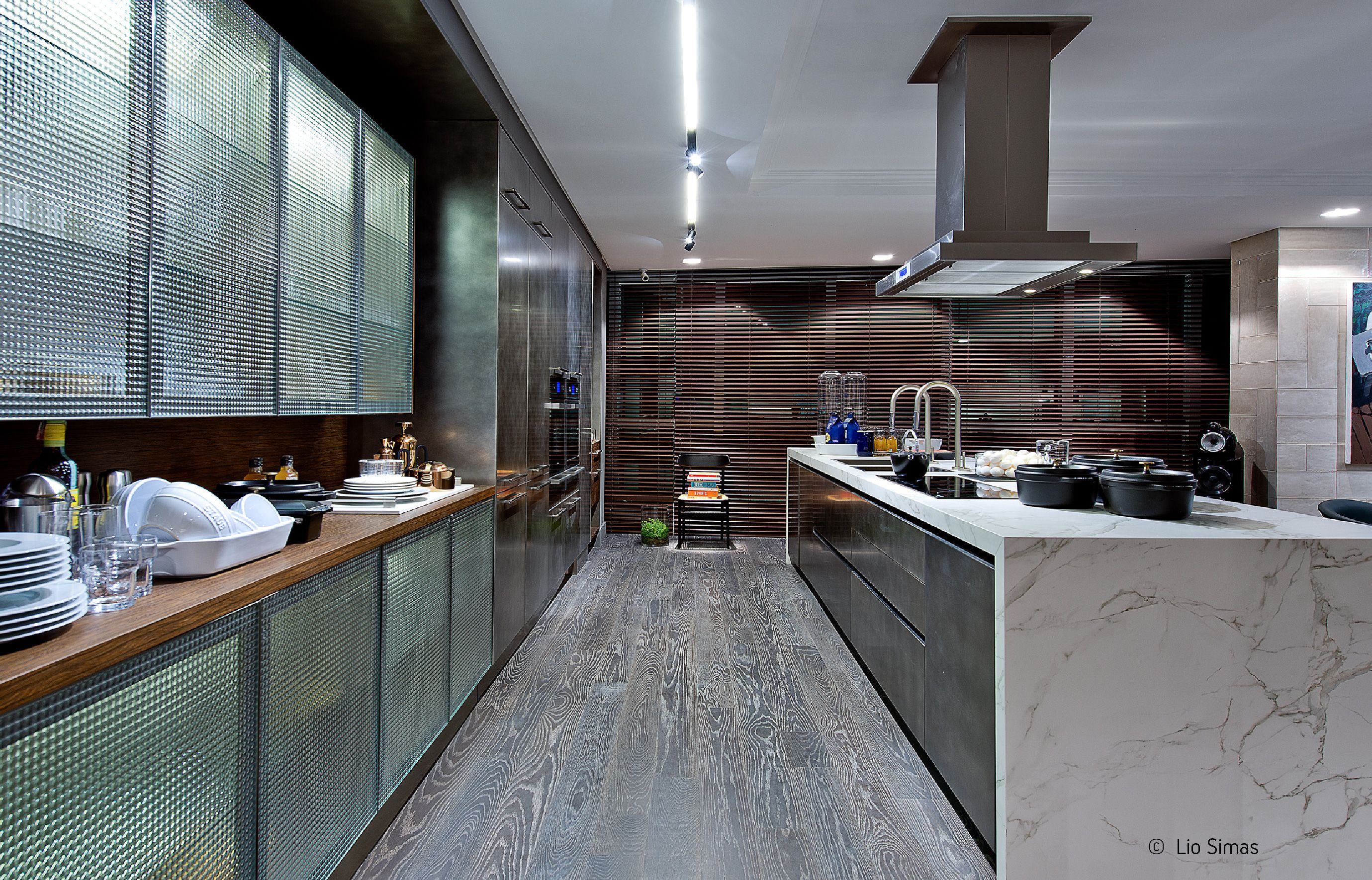 Italian Concept Sg shared this waterfall island countertop in