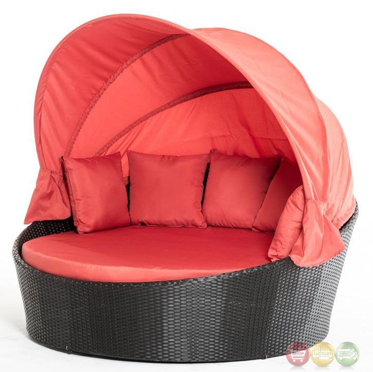 Lovely This Sunshade Patio Bed Comes In An Elegant Red Color. It Includes A Round  Cushion In Red, The Red Sunshade And Four Red Pillows.