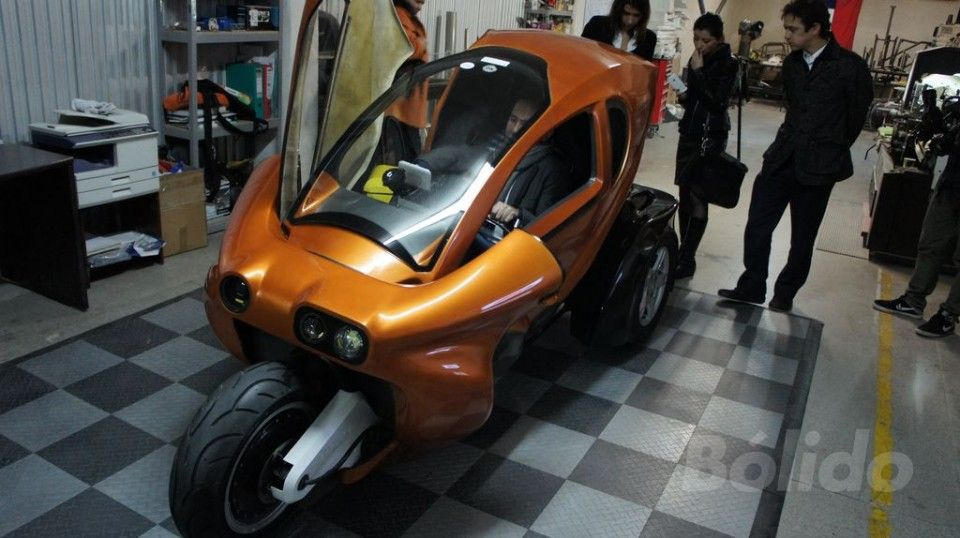 Lüfke, first electric car made in Chile. USD $0,008 per km. 1 person ...