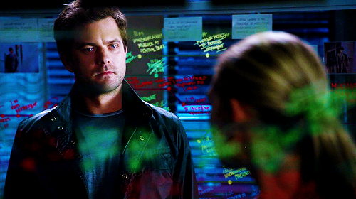 Fringe - Peter still wearing the observer chip and drawing some cool timelines ^^