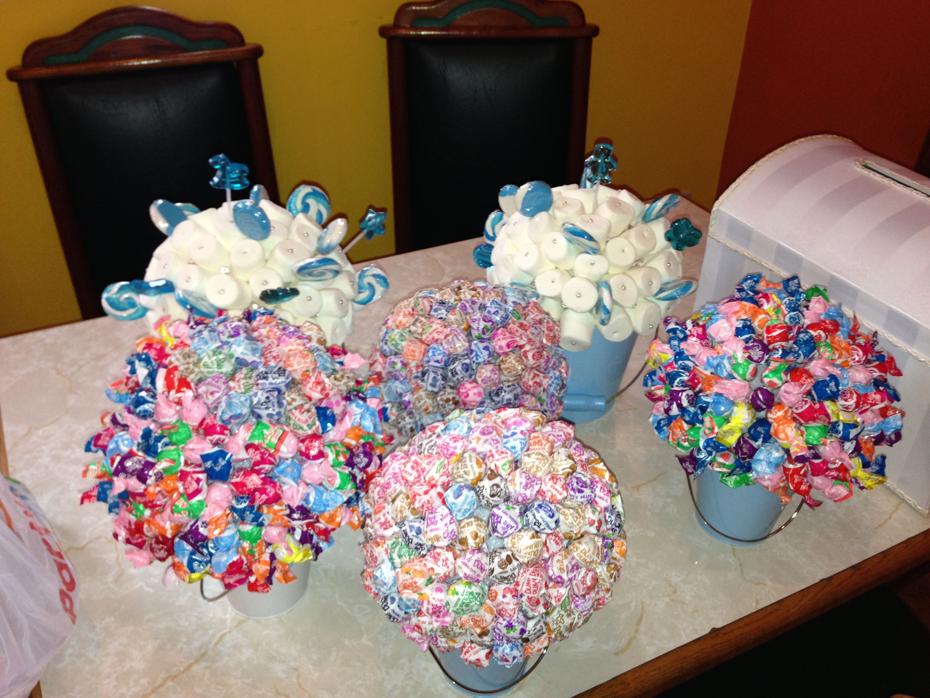 Dum pops and marshmallow centerpieces baby shower