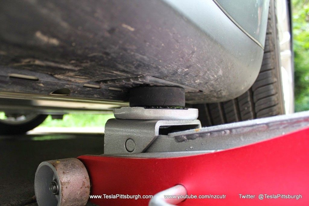 Model-S-Jack-Point. A hockey puck to place in the center of center lift of the floor jack....