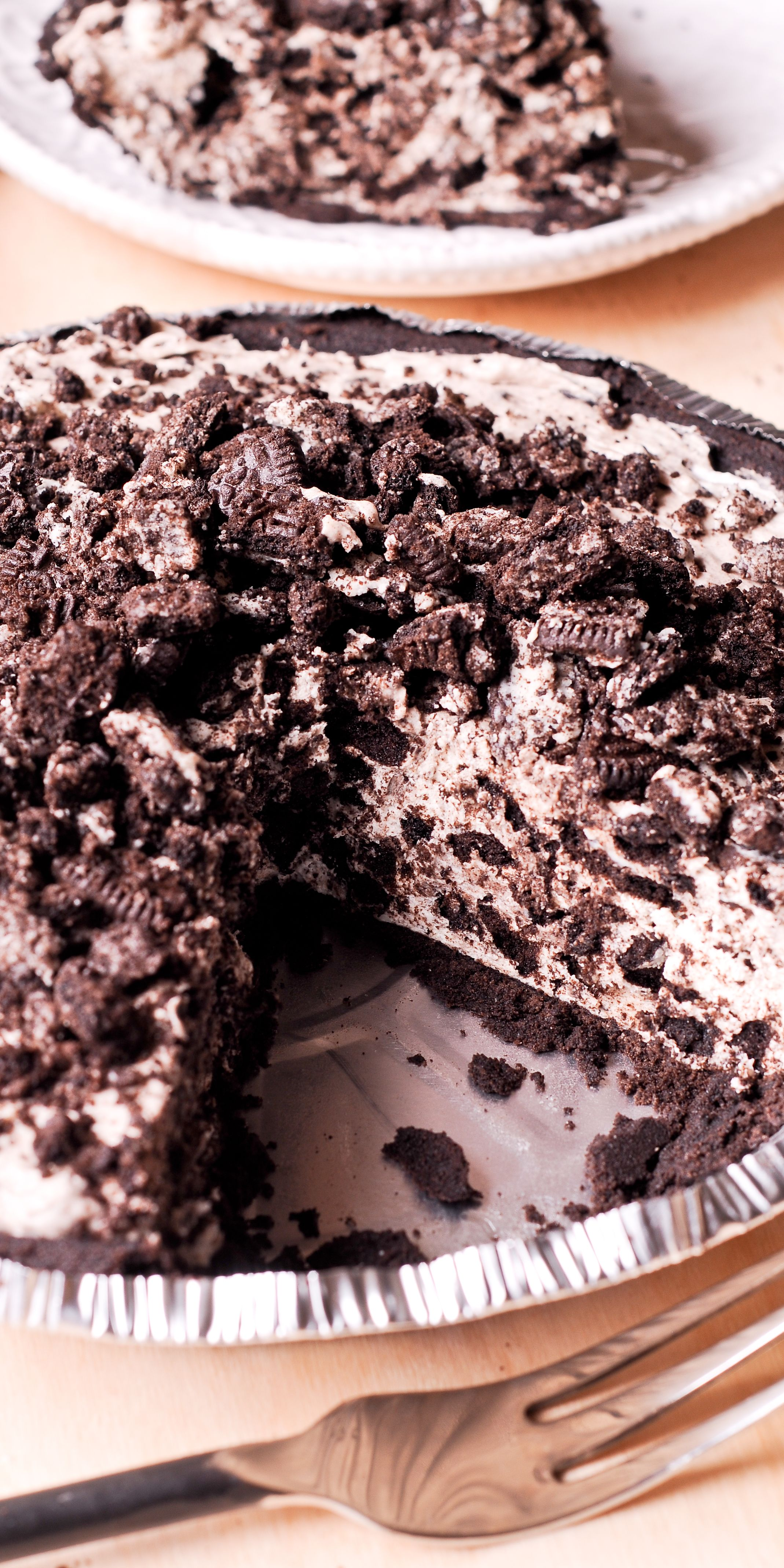 Made with only 6 ingredients, this No Bake Oreo Cheesecake Pie will be one of the easiest desserts you'll ever prepare! nobake dessert pie cheesecake is part of No bake oreo cheesecake -