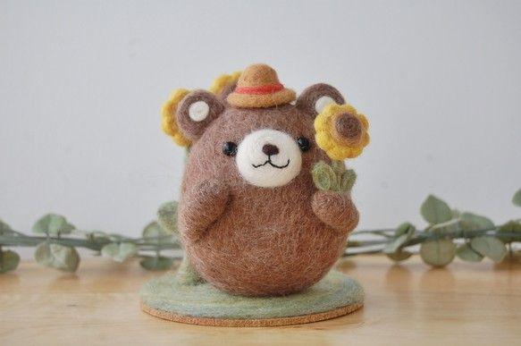 にじいろたまごの羊毛フェルト作品をご覧いただきありがとうございます。ころんとしたフォルムのくまだから「ころくまちゃん」といいます♪ころくまちゃんの夏休み。麦わ...|ハンドメイド、手作り、手仕事品の通販・販売・購入ならCreema。